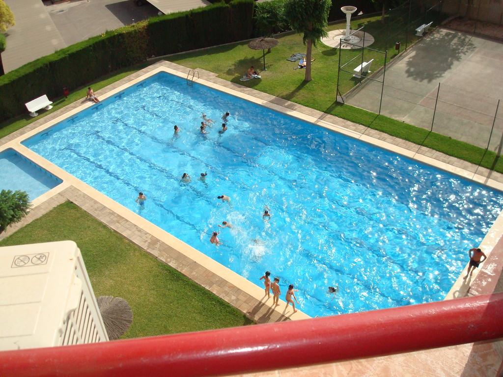 Piso en la ciudad de alicante soleado y con piscina y for Piscina universidad alicante