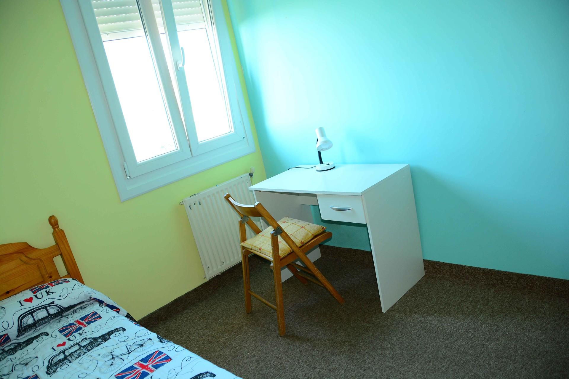 Vigo-Habitación en piso para compartir amplio y so