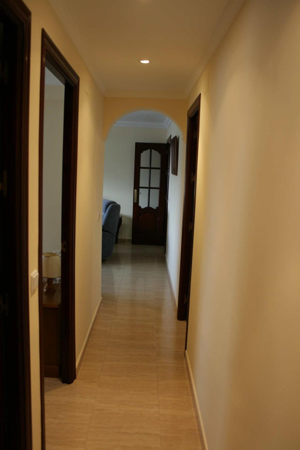Piso de 3 habitaciones en cadiz zona hospital puerta del for Alquiler piso cadiz capital