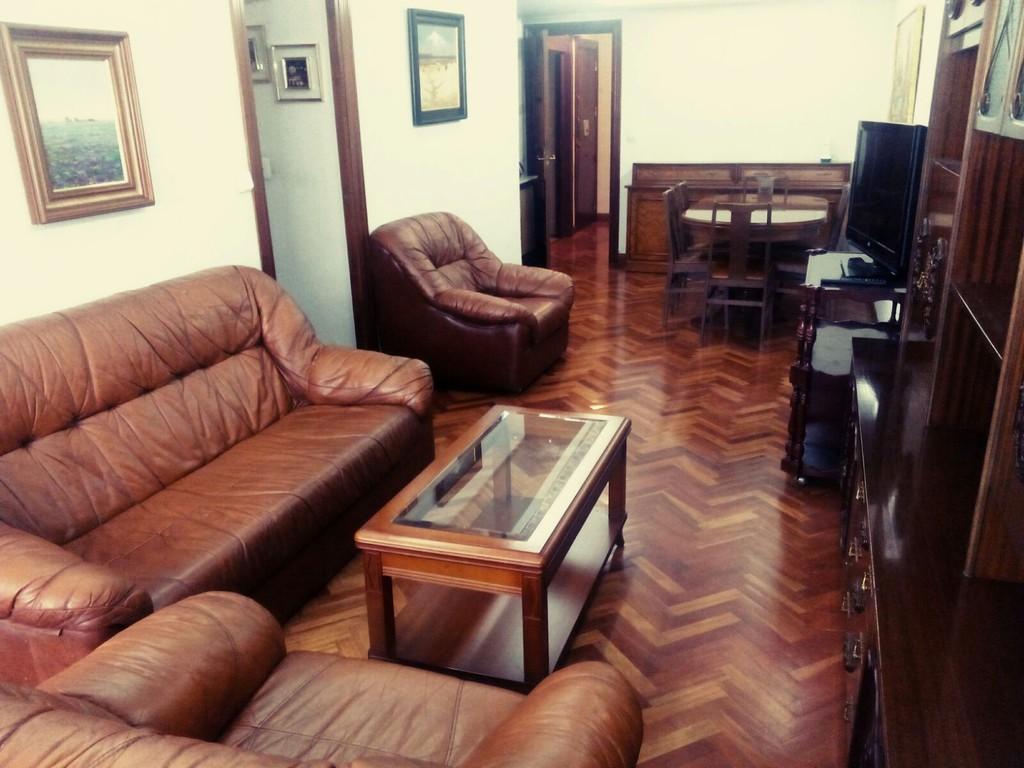 piso-de-tres-habitaciones-centrico-y-calefaccion-incluida-precio-three-rooms-flat-in-the-center-with-heating-included-b1423f645d806e7b3ab8dea60d0b3a07