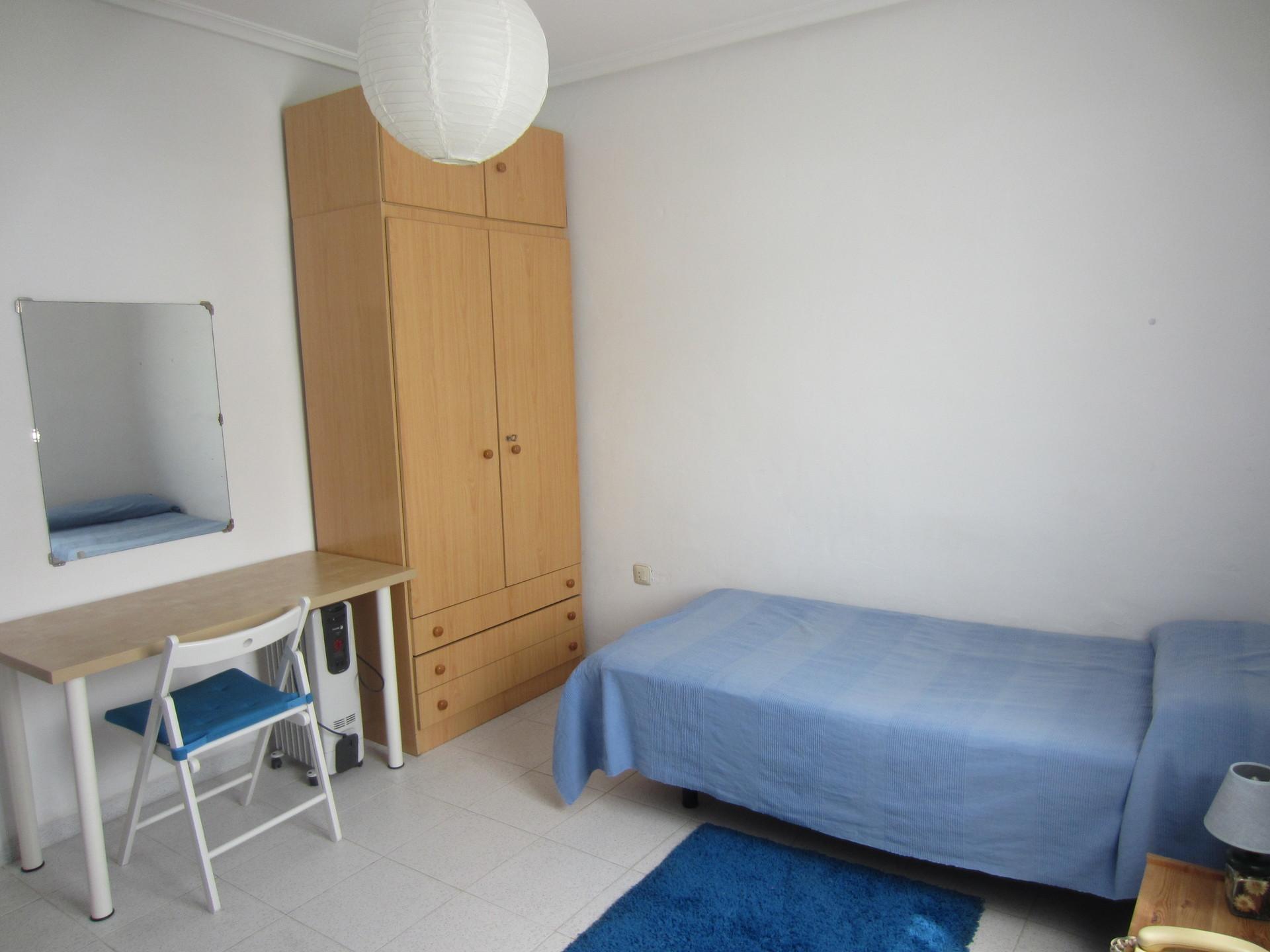 Habitaci n en piso cercano a uni y metro alquiler for Piso 1 habitacion sevilla