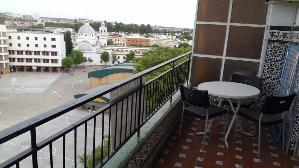 Piso para estudiantes zona reina mercedes alquiler for Piso 4 dormitorios sevilla