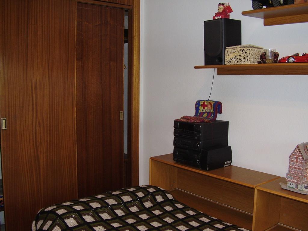 Estupenda habitac n en piso grande y soleado alquiler for Pisos grandes en madrid