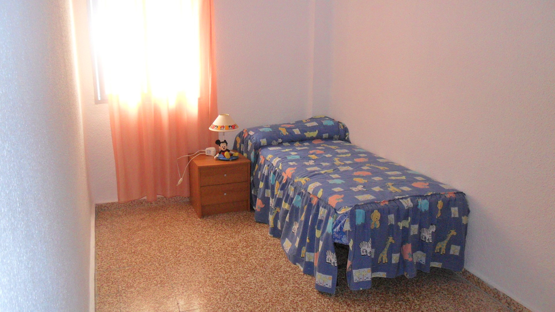 Se alquila una habitaci n a chica estudiante para curso for Piso 3 habitaciones alcobendas