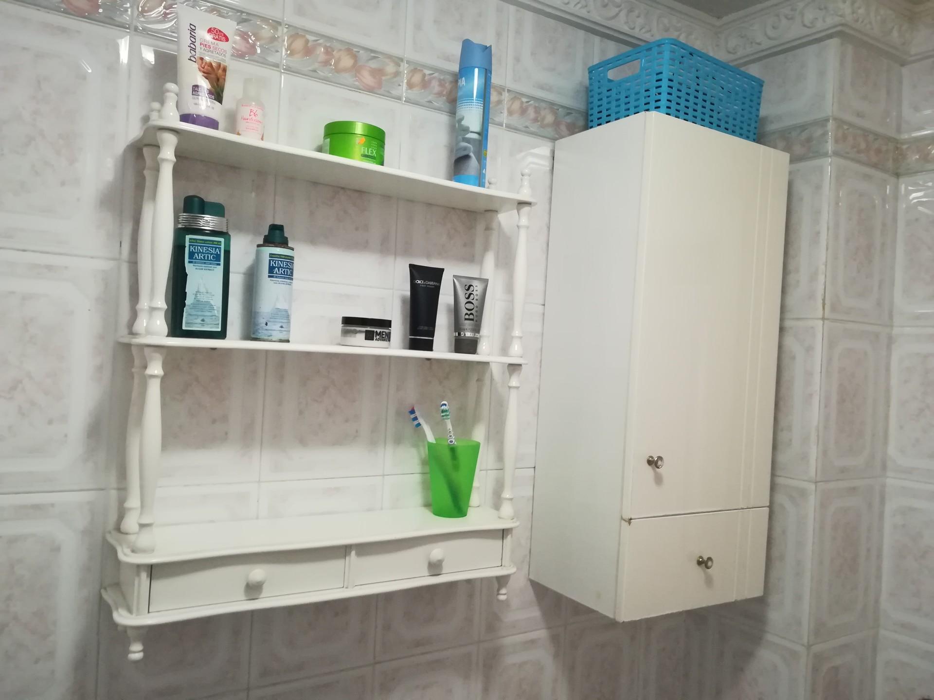 Piso pequeño y luminoso, 3 habitaciones, 1 cuarto de baño ...