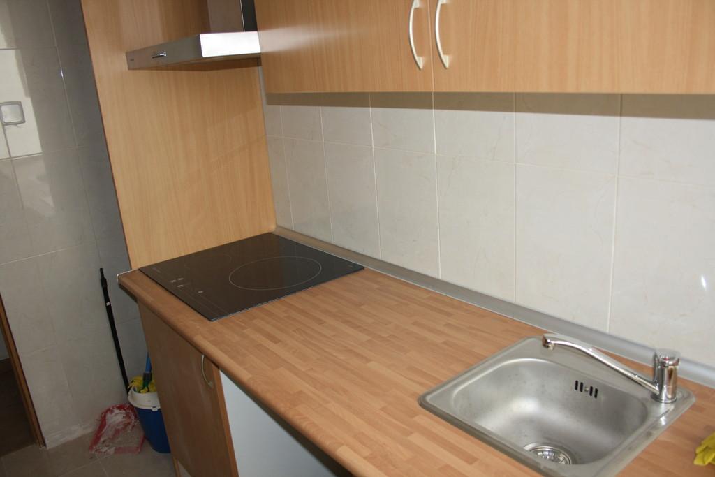 Piso recien reformado de 3 dormitorios en cuatro caminos for Piso 3 habitaciones madrid