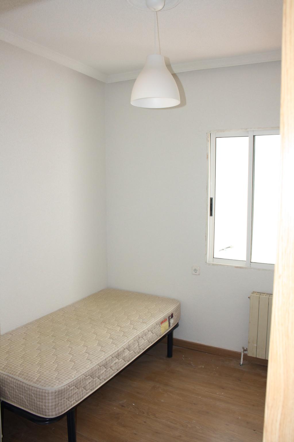 Piso recien reformado de 3 dormitorios en cuatro caminos for Piso una habitacion madrid