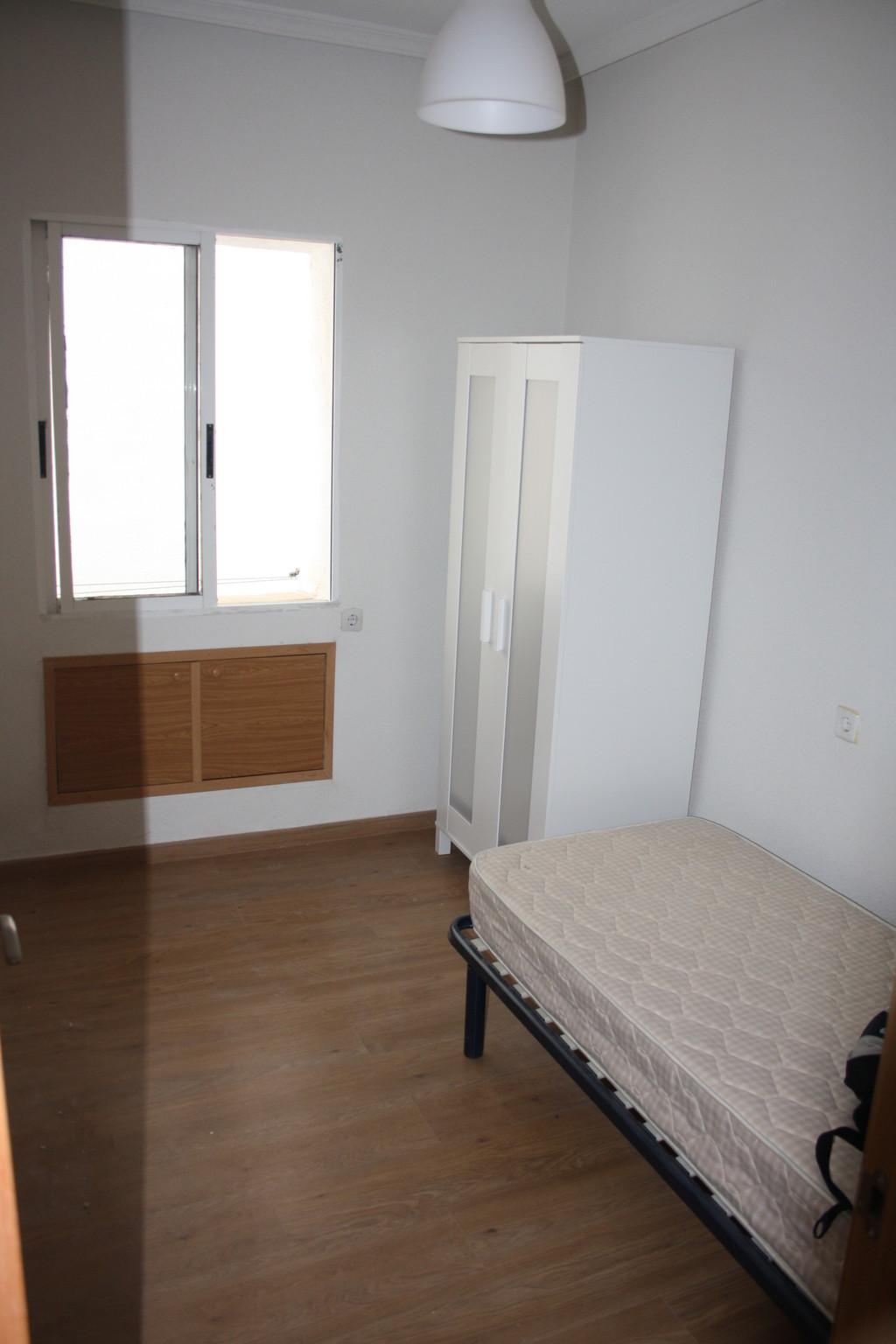 Piso recien reformado de 3 dormitorios en cuatro caminos Pisos para dormitorios