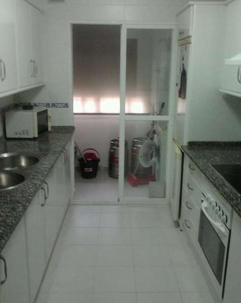 Piso semi nuevo alquiler habitaciones puerto real for Pisos en puerto real