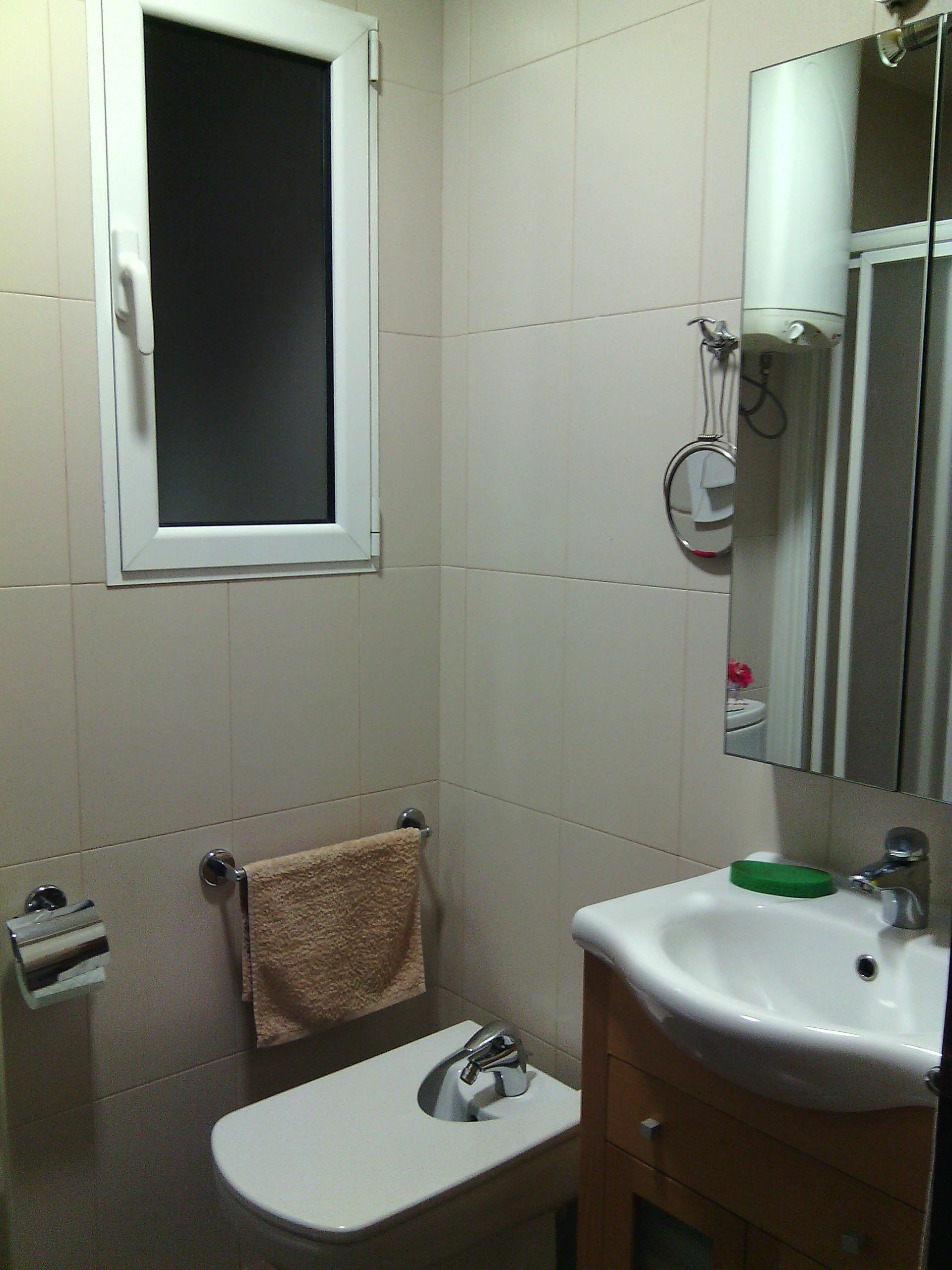 Piso con tres habitaciones, comedor, cocina, baño completo, muy ...