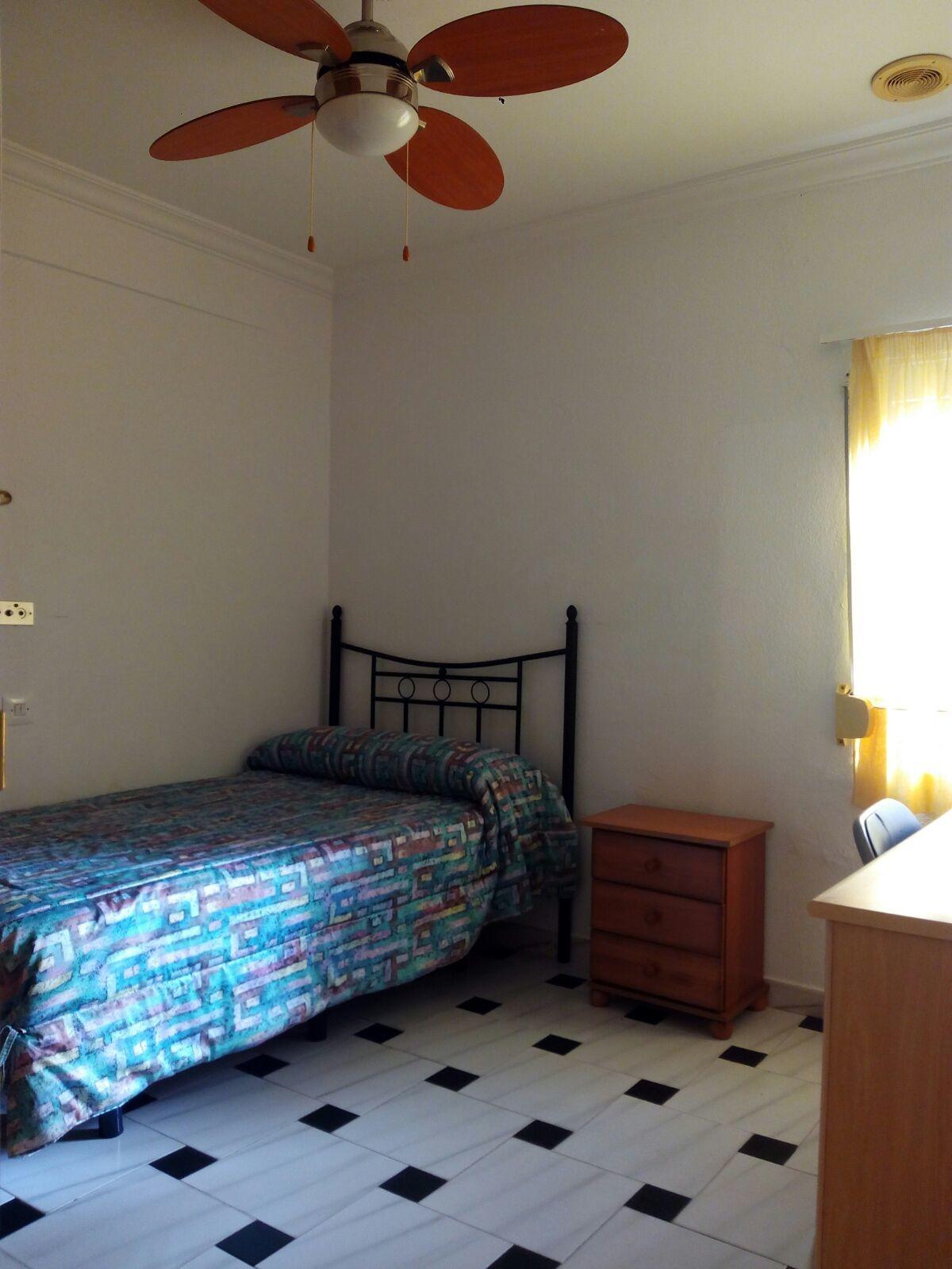 Habitaci n en piso zona centro de puerto real alquiler for Pisos en puerto real