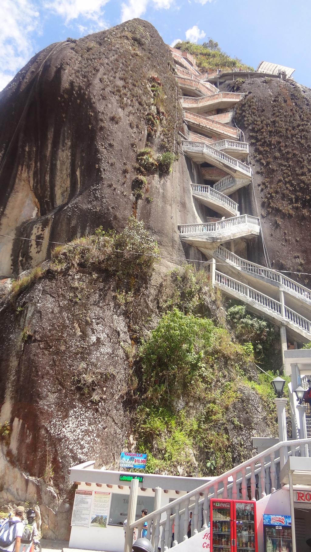 Più di 700 scalini... Peñol de Guatapé