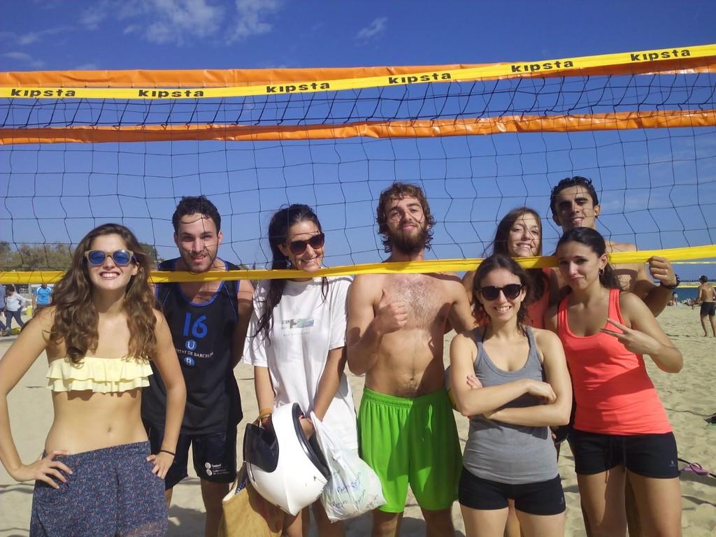 playa-barcelona-jugar-a-volley-playa-c60