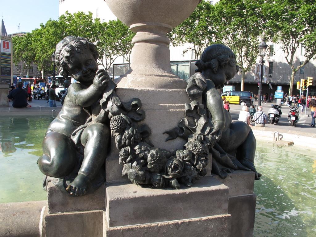 Plaza de catalunya qu ver en barcelona for Oficinas pelayo barcelona