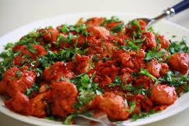 Pollo al curry indiano piccante e pollo fritto