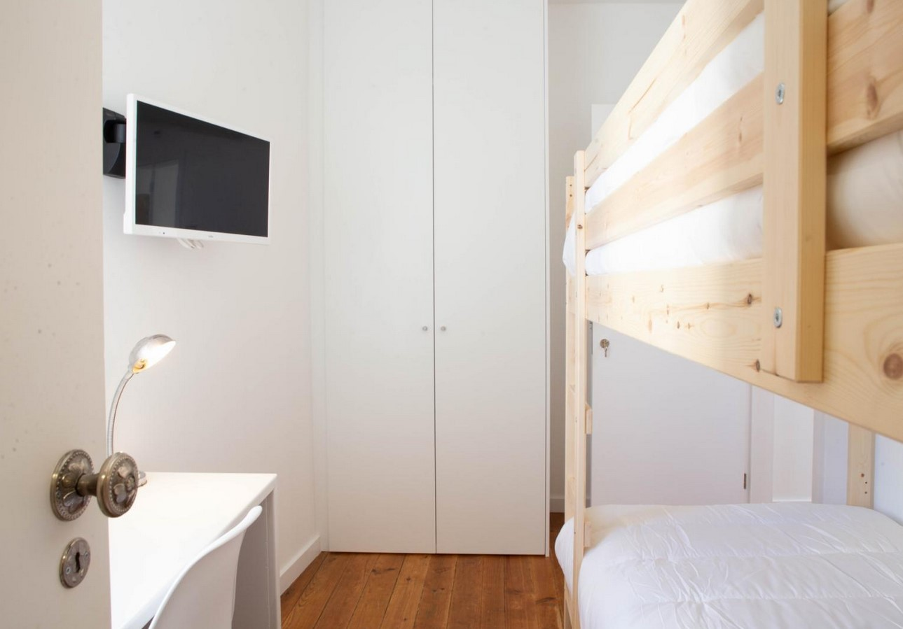 Bright room in University Residence in Oporto_all services included