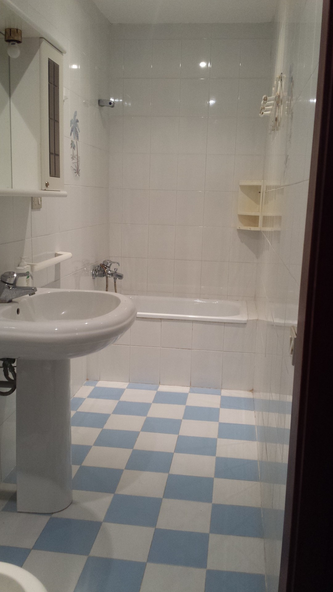 Camera doppia stanze in affitto cagliari - B b barcellona centro bagno privato ...