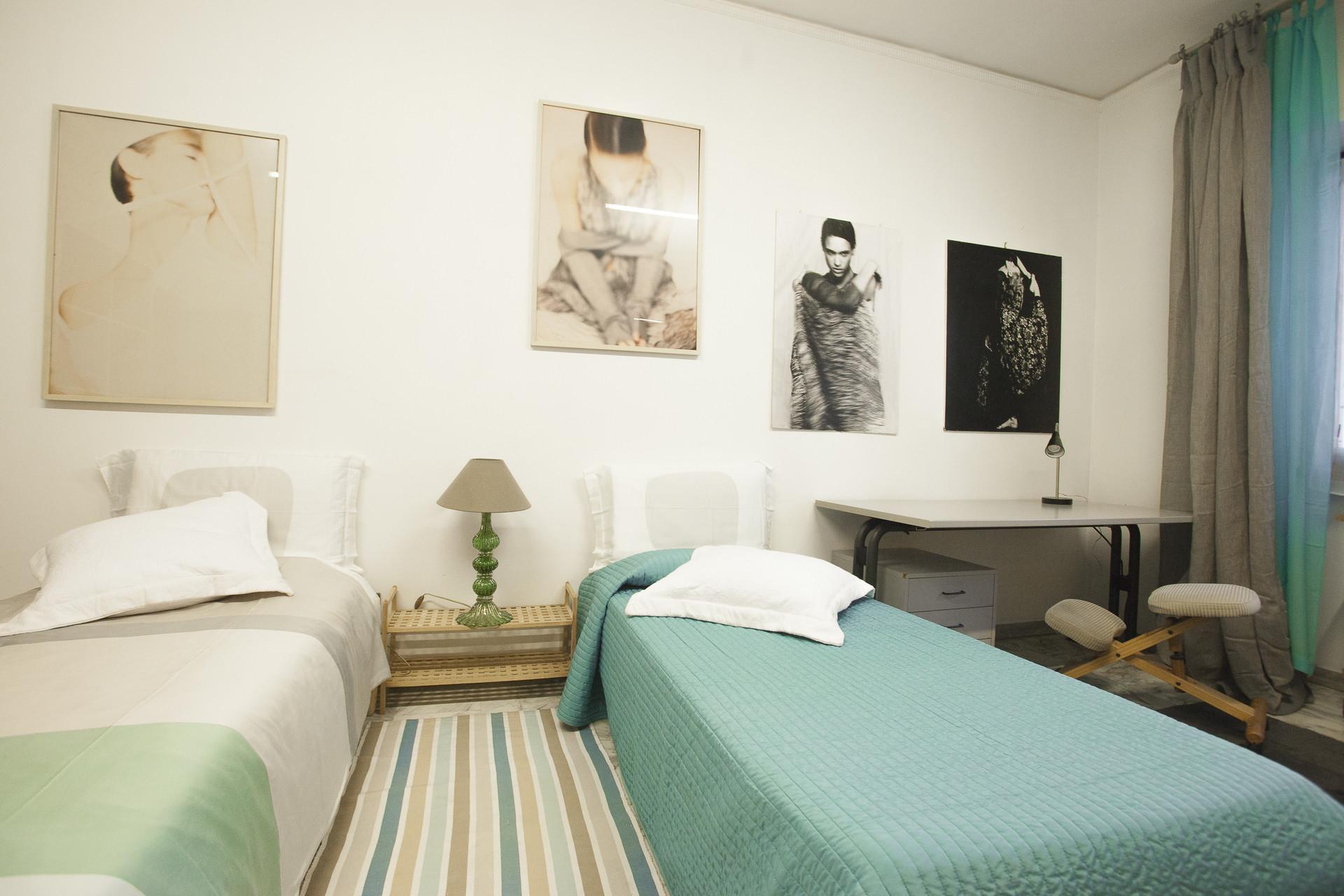 Posto letto in camera doppia (n. 1) molto spaziosa, in appartame