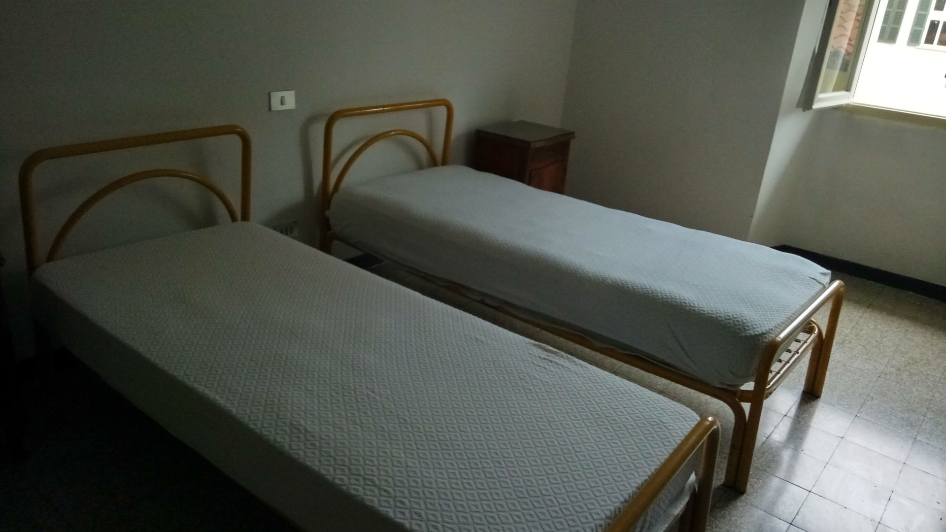 Posto letto in stanza doppia appartamento in centro for Stanze in affitto brescia