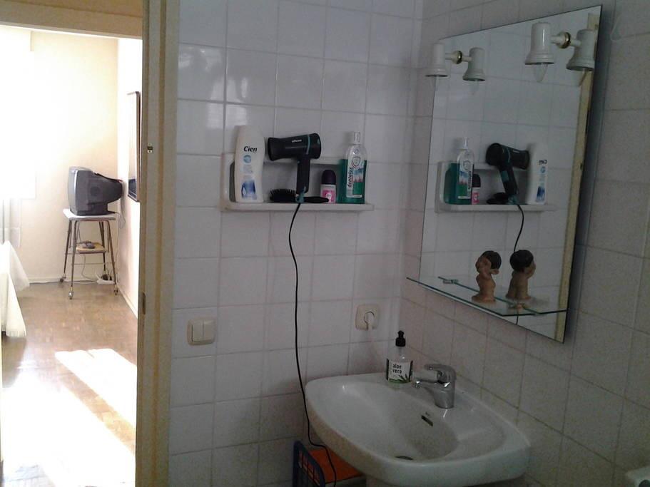 Preciosa y gran habitaci n para chicas en san sebastian alquiler habitaciones san sebastian - Alquiler habitacion donosti ...