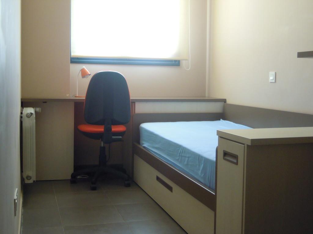 Preciosa habitaci n cerca de la universidad y hospital entrada enero 2015 plaza de garaje - Alquiler garaje alcala de henares ...