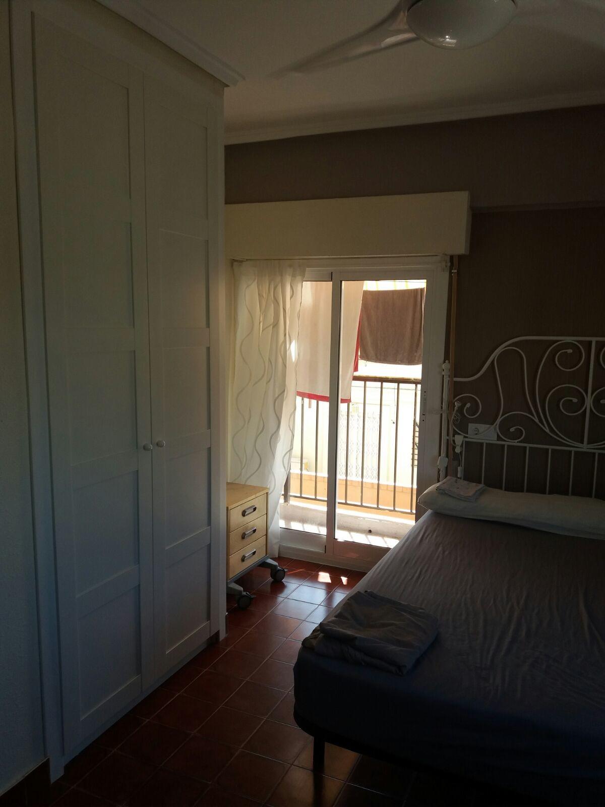 Preciosa habitación cerca de la universidad lista para entrar a vivir