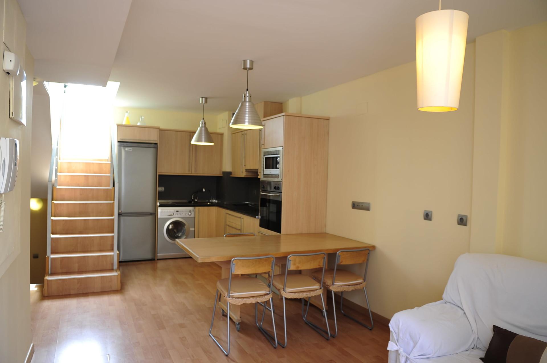 precioso-atico-de-2-habitaciones-8a4654caa9201c76b274cd45fbd83781
