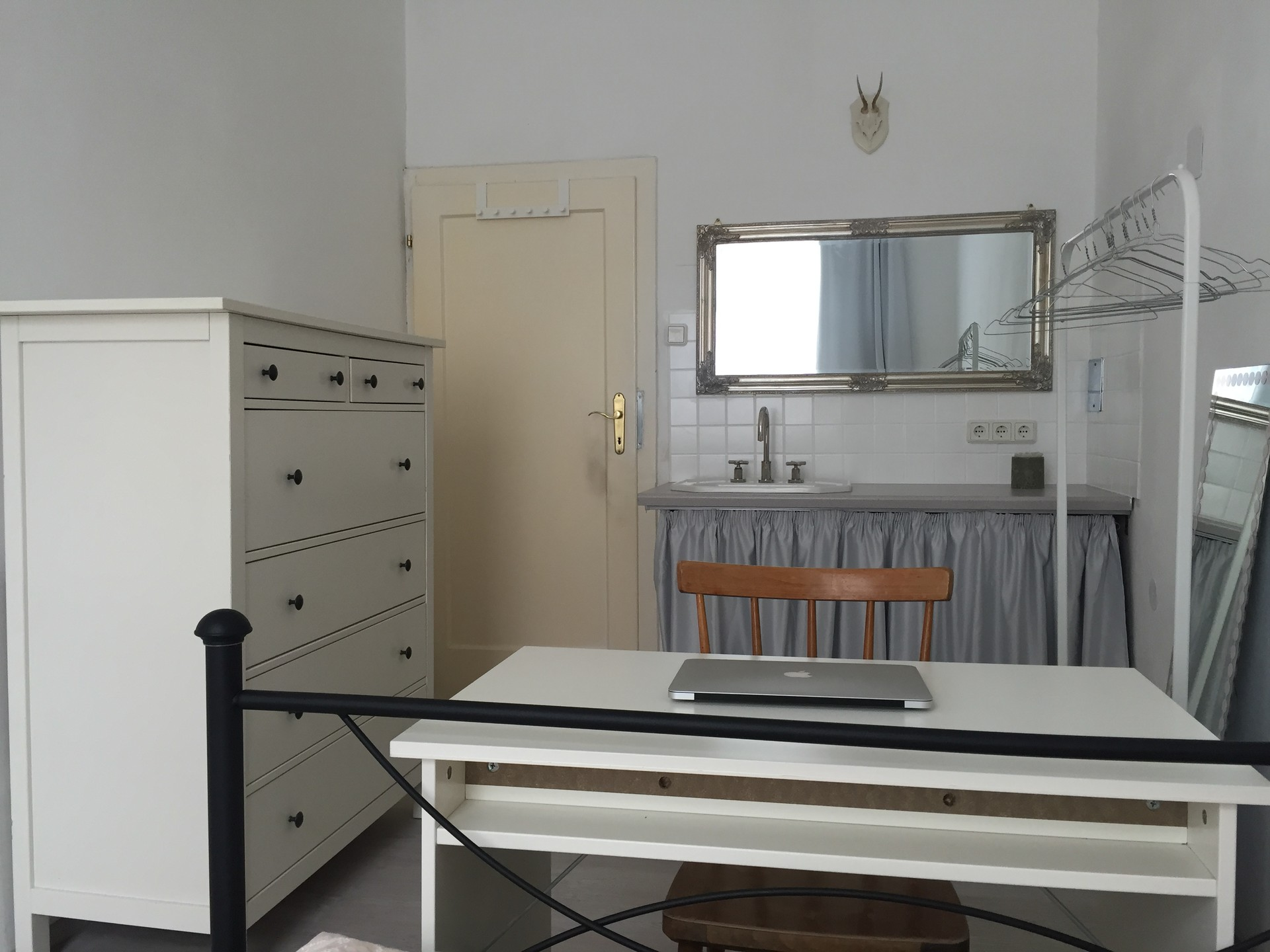 Pretty Room Free From The 1rst September 2017 Room With Sink Room For Rent