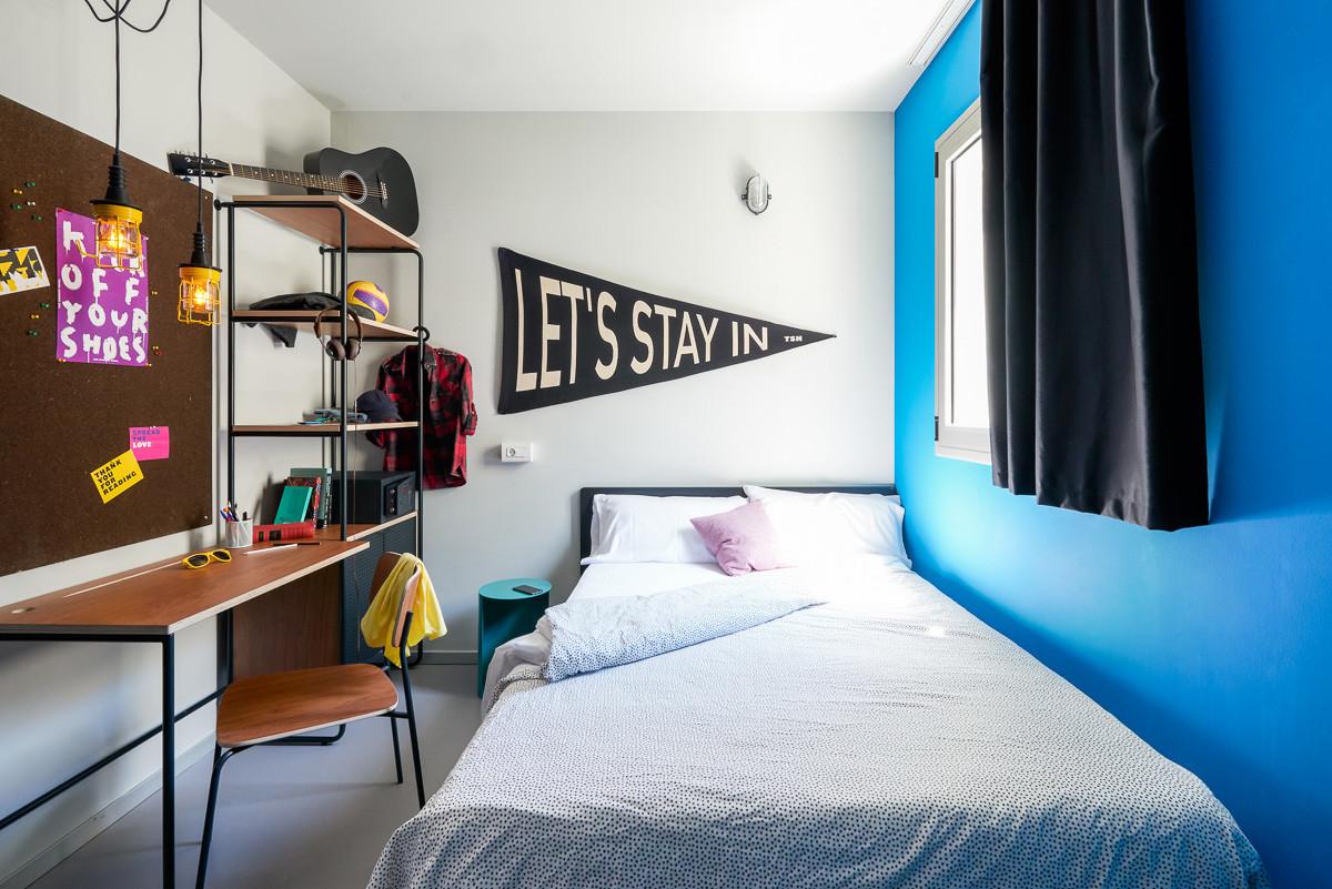 private-room-bathroom-ensuite-student-residence-pool-c55d8f9e3d58c08f9dfc68cf38e1c376
