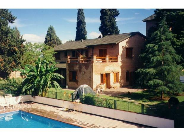 private-rooms-huge-house-pool-garden-plenty-space-cordoba-argentina-83837e682c6ed7a0fcaebcea238f2f16