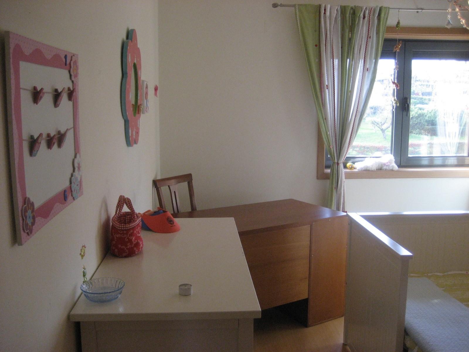 Quarto em apartamento para arrendar em Bobadela a rapariga.