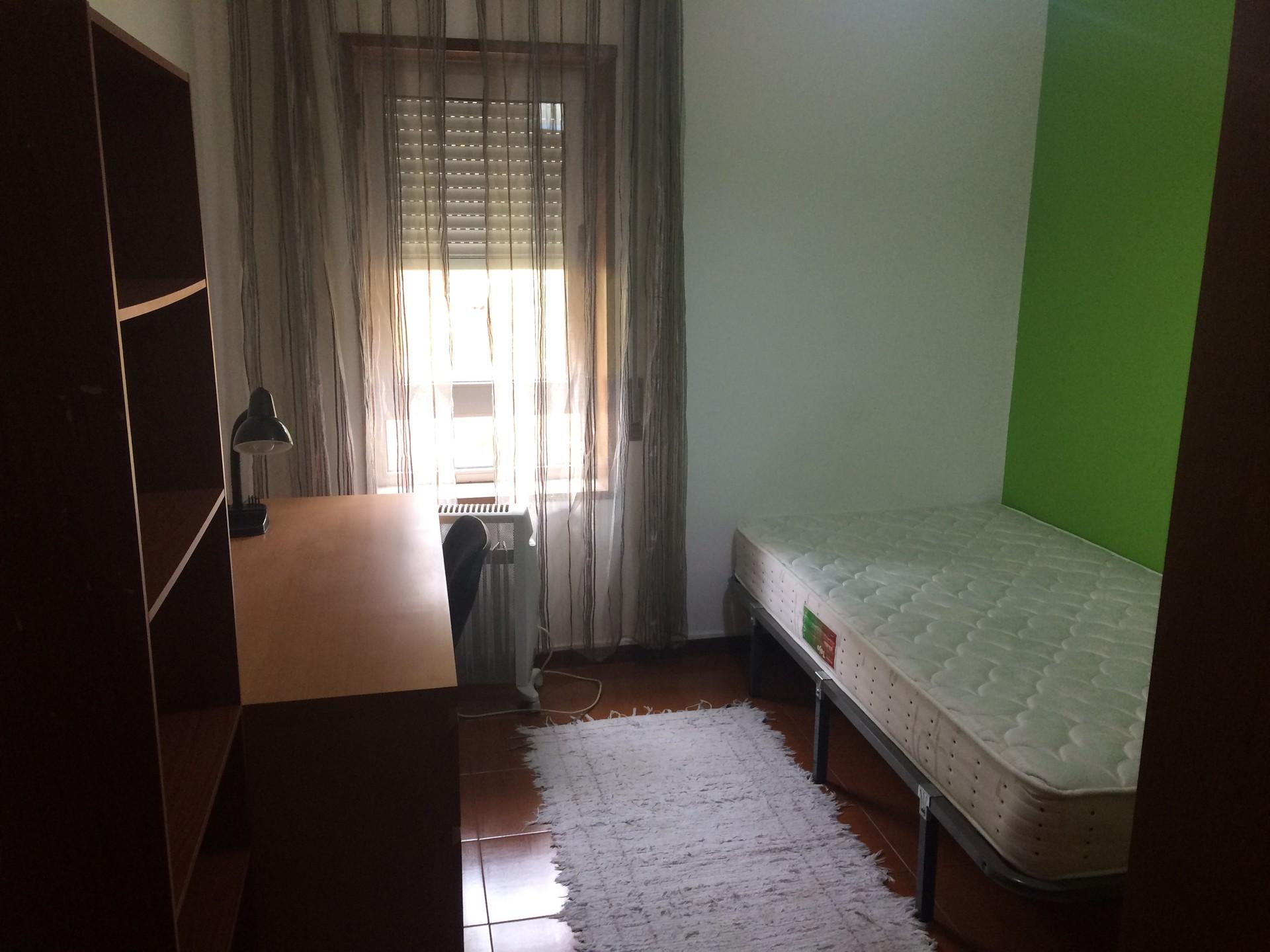 Quarto em apartamento T3