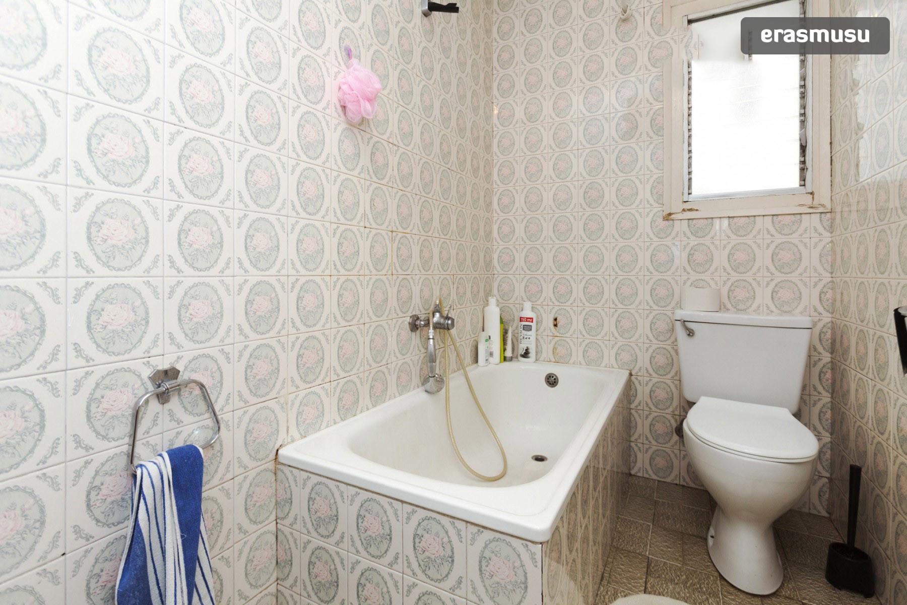 quiet-room-4-bedroom-flat-near-parc-cent