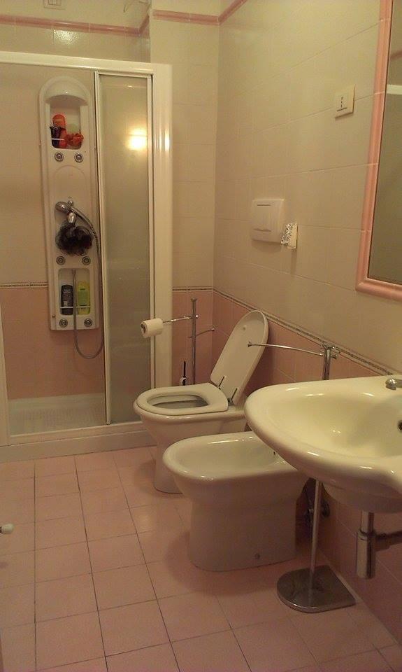 quite-big-new-apartment-camerino-a92d0a315f8efd77e87c02a60c839902