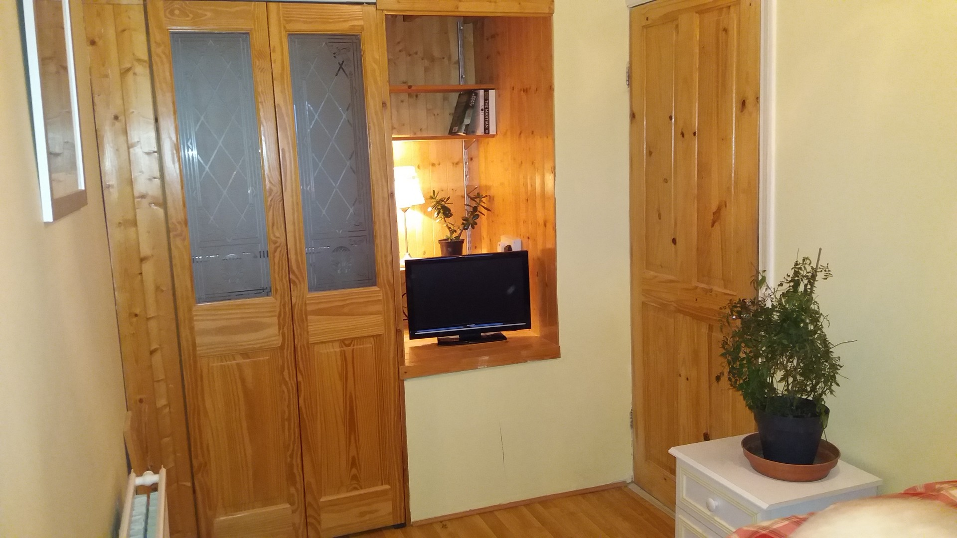 Relaxing happy clean house in convenient location, lovely room o