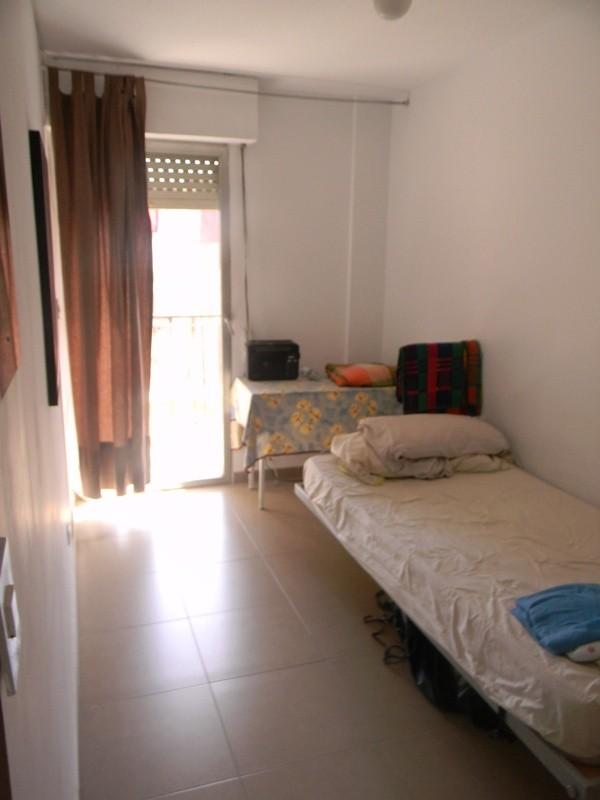 rent room for student zu vermieten ein zimmer | room for rent alicante - Ein Zimmer