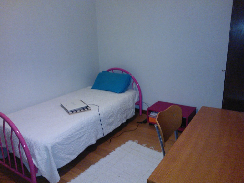 Rent a room just girls in Braga, Gualtar. | Room for rent Braga
