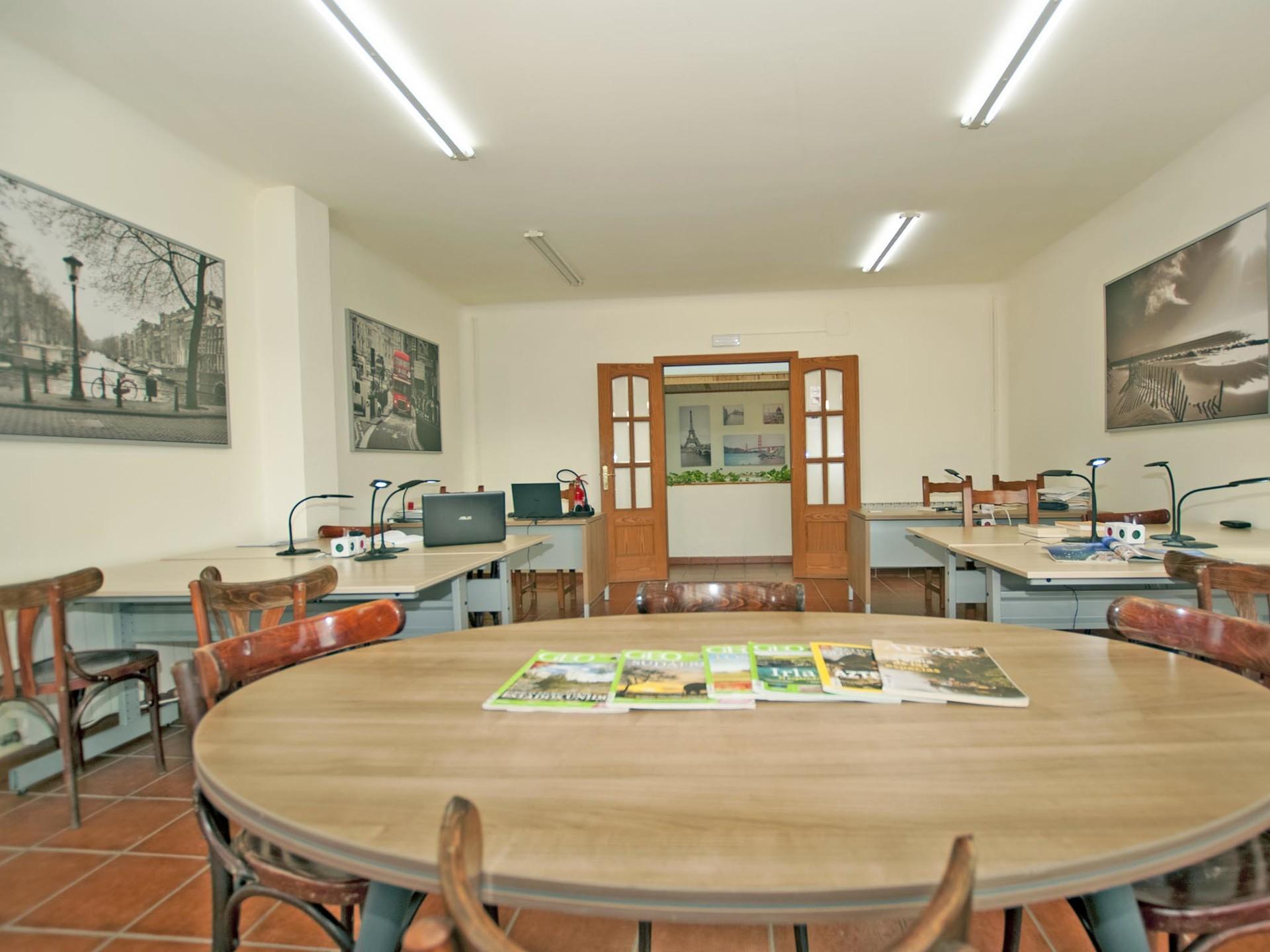 Residencia de Estudiantes  -  Habitación  compartida + ½ pensión