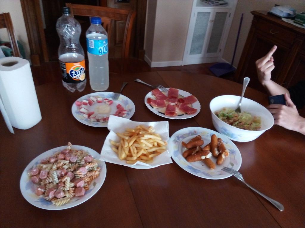 Reuni n de amigos en casa general - Cena con amigos en casa ...