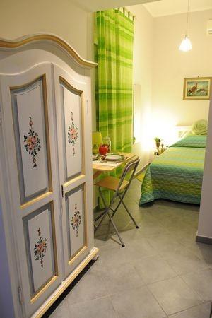 Stanza elegante in palazzina nel quartiere monte mario for Stanza affitto roma