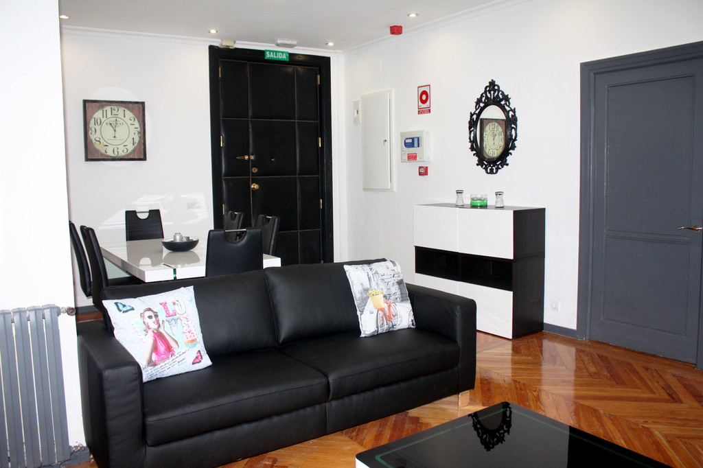 [Room 8] Breathtaking room in residence in the center of Madrid