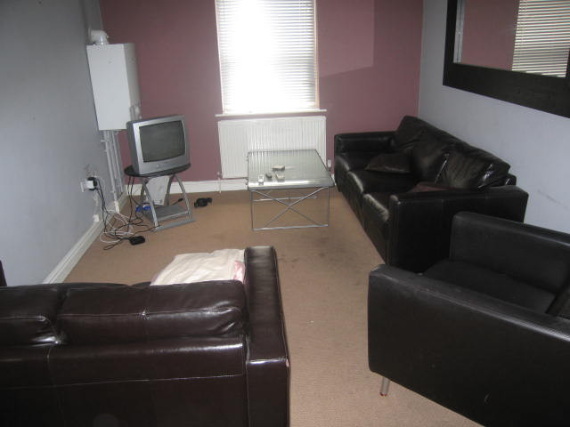 Room in All Bills Included 4 Bed Flat