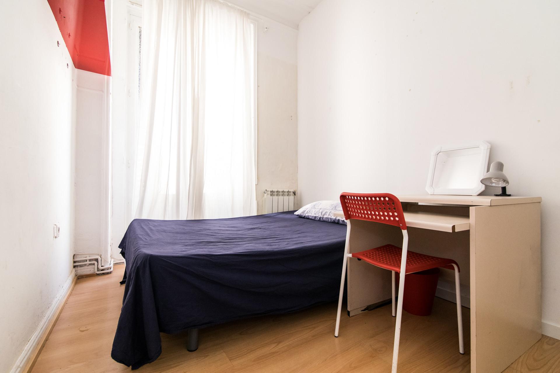room-city-center-madrid-5d7ac2d4bcb48138239bb60694054516