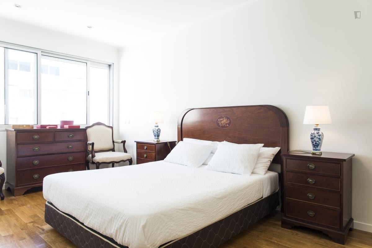 Room in a fine T2 (Colégio Militar-Luz-Colombo-Carnide) - ALL IN
