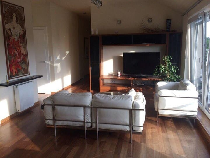 room-for-rent-offer-available-females-77fc21b138cd19caf41a54384eb812ca
