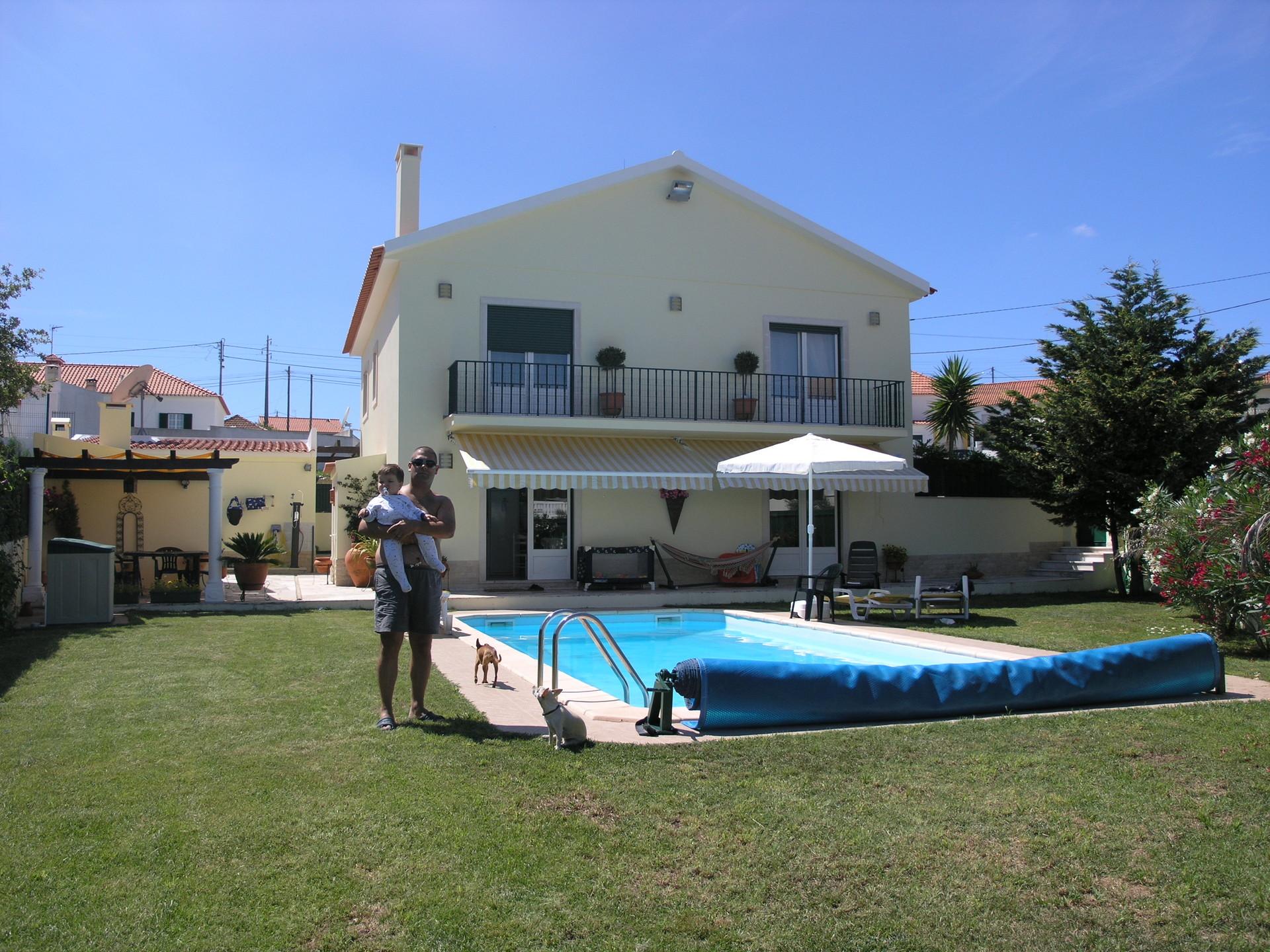 room-house-swimming-pool-519746474e213defa02523a38ab701eb