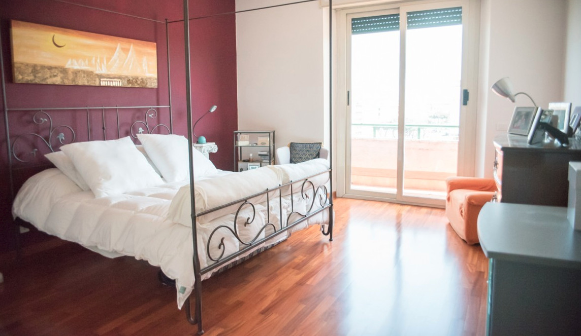ROOM in large and sunny apartment in Pigneto Rome | Stanze in ...