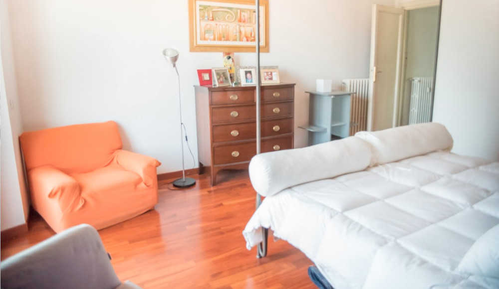 ROOM in large and sunny apartment in Pigneto Rome