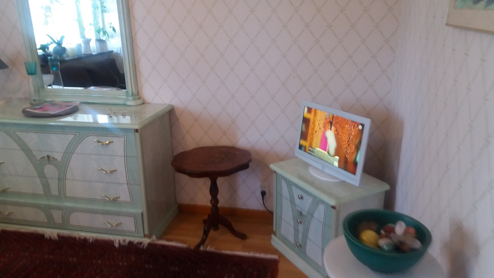 room-offer-female-student-large-room-stockholm-3cfdf129de10edee2d311a4b7a8403c6
