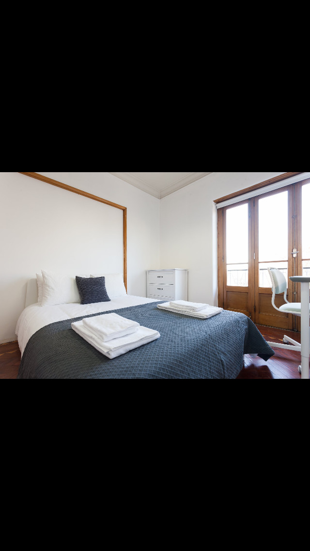 room-private-balcony-centre-lisbon-25a7b82c9b16cc078ee75875ddfe0d05